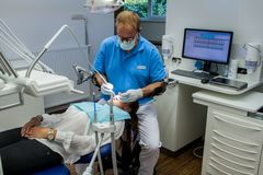 Armon Edero Support Arm Dentist Procedure