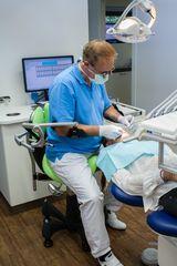 Armon Edero Support Arm Dentist Procedure